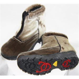 WOMEN'S NATURAL SEAL BOOTS WITH TRACTION