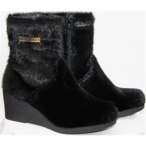 SHORT BLACK SEAL BOOTS WITH HEEL