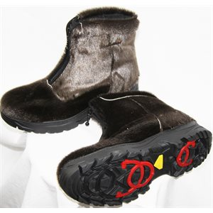 TOBACCO SEAL BOOTS WITH TRACTION